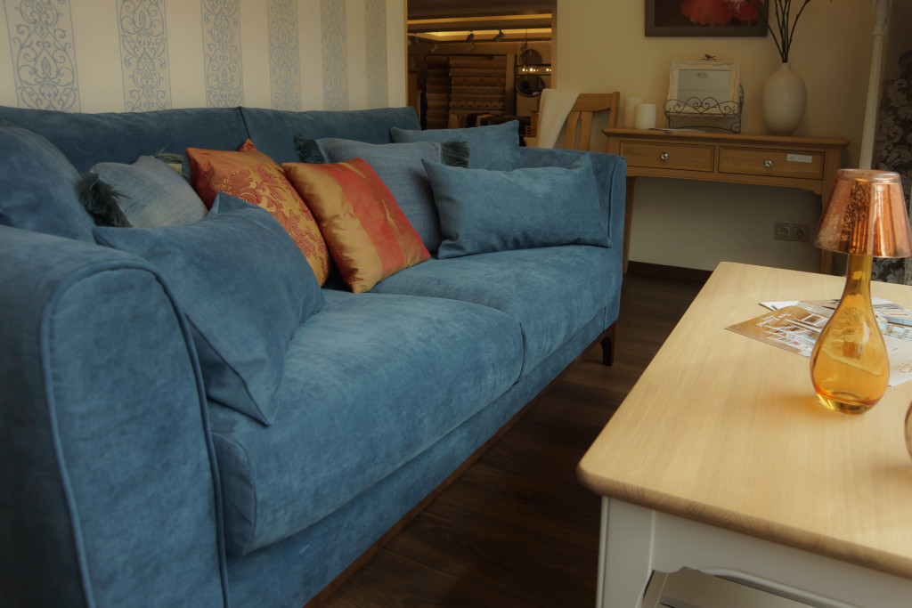 Mėlyna sofa